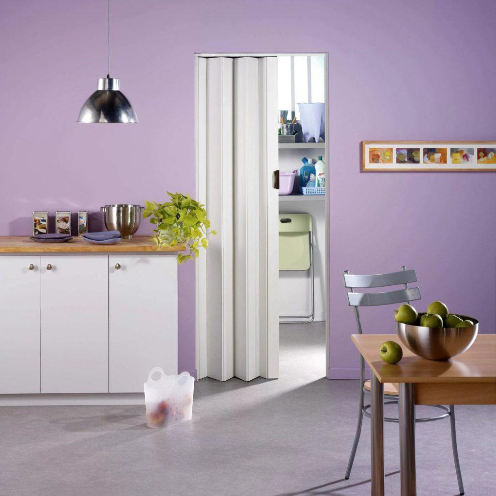 Пластиковые раздвижные двери гармошка на кухню