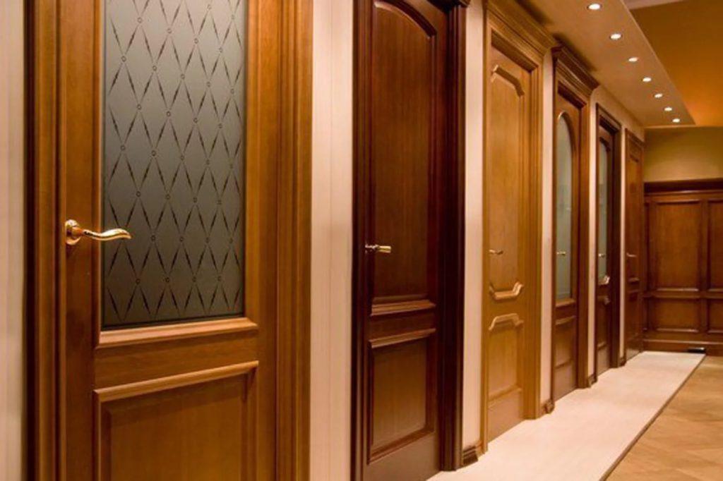 Традиционные расцветки дверей