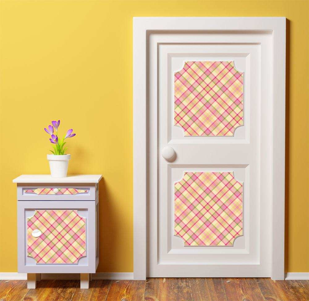 Декор деревянной двери обоями