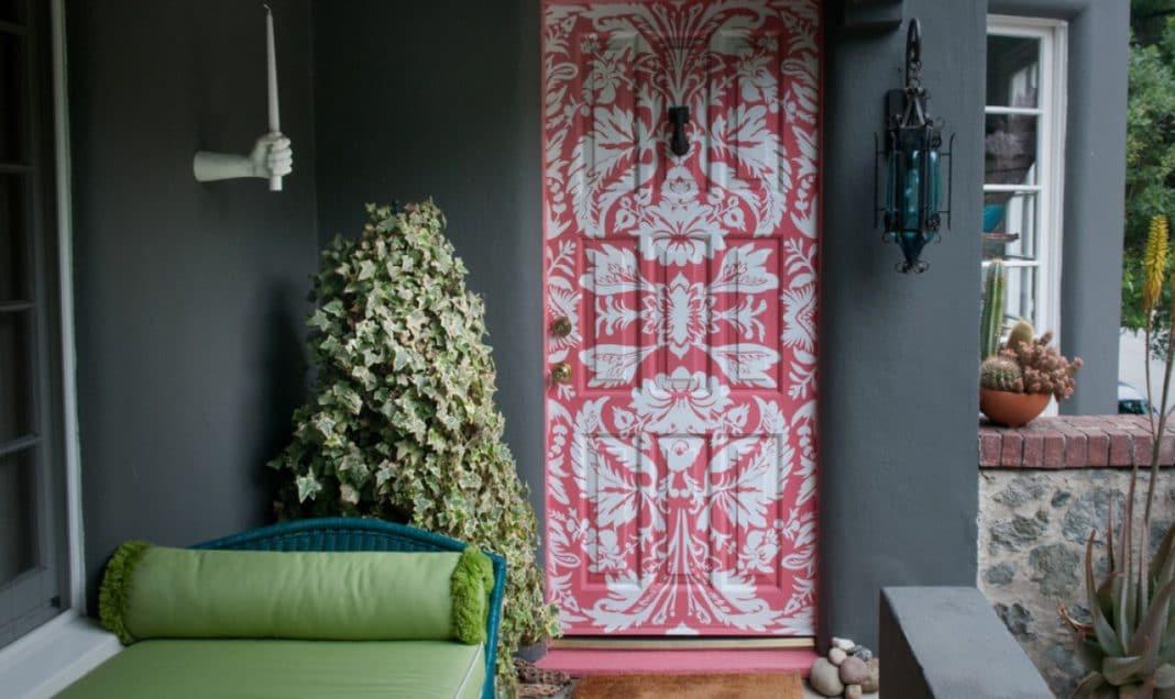 Как деревянную дверь сделать красивой