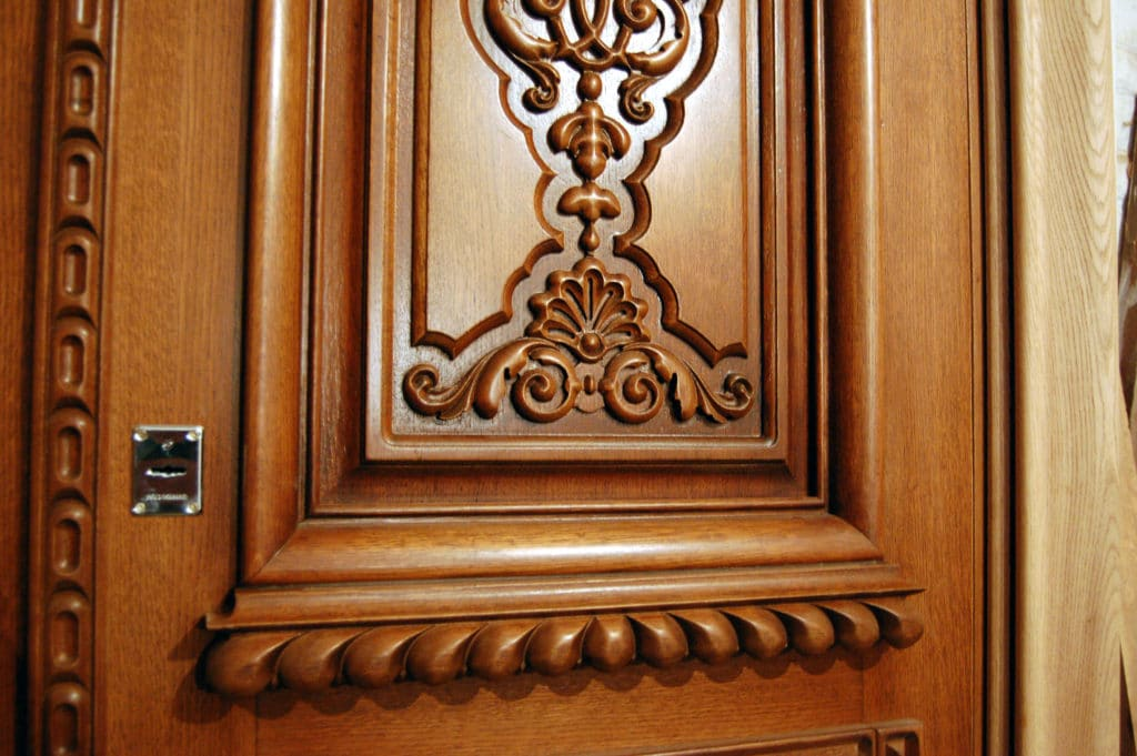 Декорирование филенчатой двери