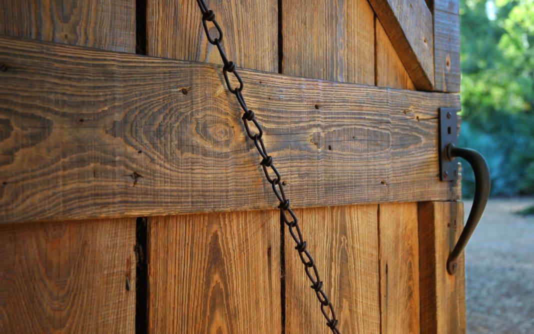 Как сделать дверь в сарай своими руками