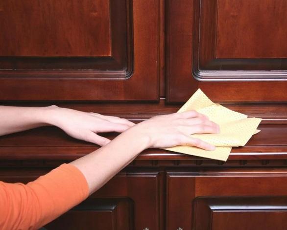 Как ухаживать за натуральной дверью