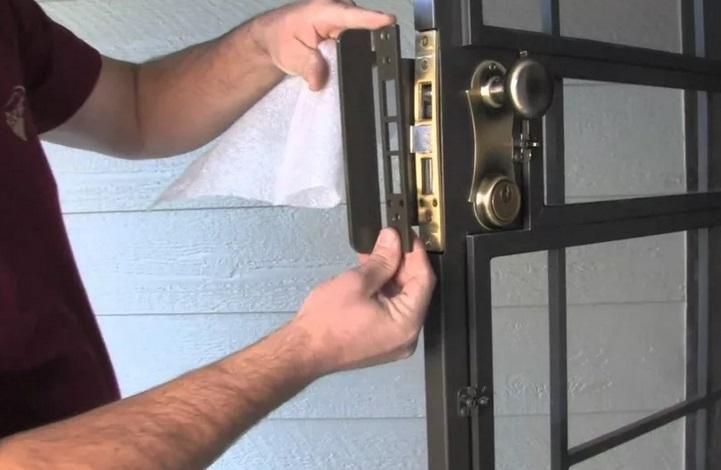 отремонтировать замок входной металлической двери