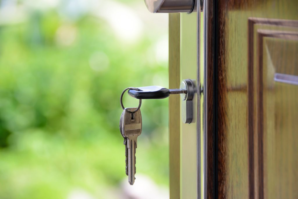 Обломок ключа остался в дверном замке - что делать?